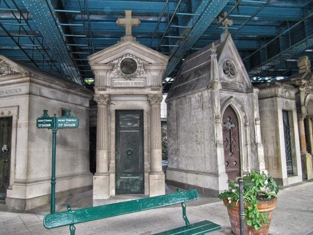 2.1.montmartre_cemetery
